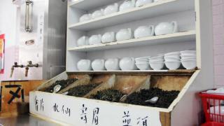 茶居採自助沖茶制度,有茶迷亦會帶備自家茶葉來享受一盅兩件。