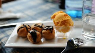 迷你巴芙配上香芒雪糕,是下午茶的絕配。