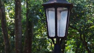 館外的街燈亦有懷舊風情。