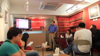 Michael 講解朱古力的來源和文化,大家邊聽課邊試食各種朱古力。