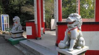 叫得「獅子亭」,當然有石獅鎮守大門。