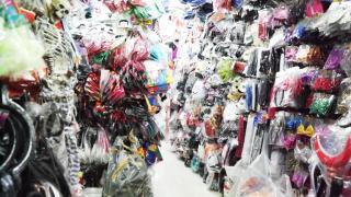 店內放滿貨物,慢慢找可能尋到寶。