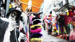 石板街有一段是專賣派對飾品
