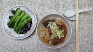 牛筋腩麵配油菜,最佳拍檔。