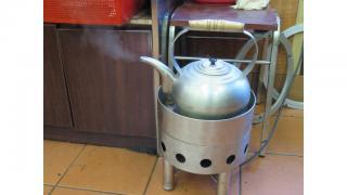 準備為茶盅添水的大水壺。