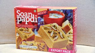 巴基斯坦甜點Soan papdi,成分包括果仁、奶及糖, 口感似千層酥,帶甜味。$20(b)