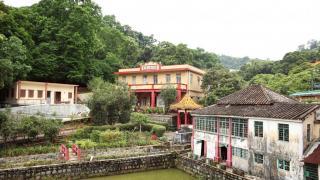 香海蓮社半春園是大埔區內面積最大的佛教寺院。
