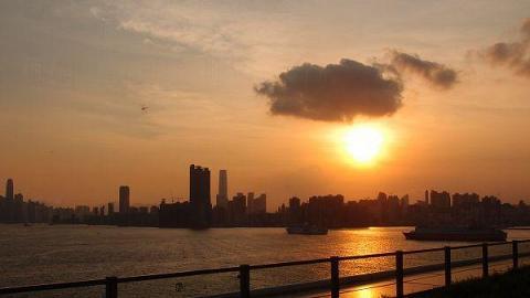 在遊輪碼頭頂層看看日落 (圖片來源:etnet)