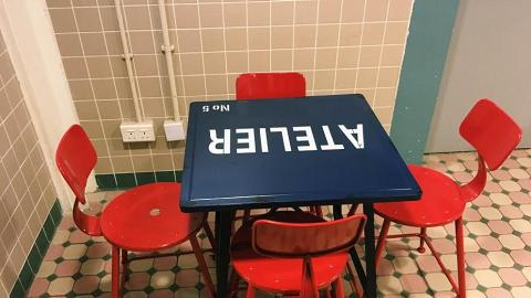 座位間不算狹窄,閒時可以來寫意地坐上一整個下午。