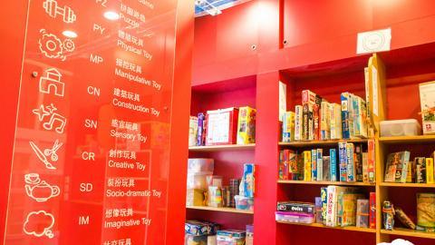 玩具圖書館。你如何能想像,兒童玩具竟分了這麼多不同類型?