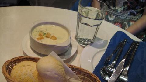 二人套餐,頭盤: 蜆肉湯,充滿海鮮風味, 開展海鮮旅程。