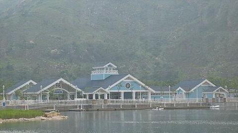 置身景色優美的迪欣湖,教人心曠神怡