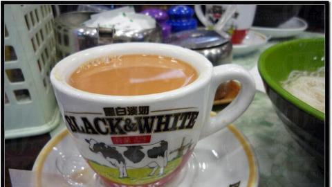 奶茶用上黑白淡奶,奶味較重,十分香、滑,口感不錯。