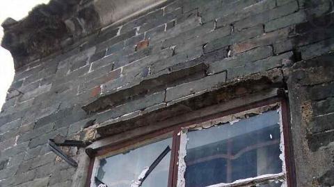 走入吉慶圍,有些舊屋已荒廢了。