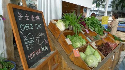 紅菜頭的有機蔬菜排列得井井有條,活像歐洲露天 sunday market 一樣。