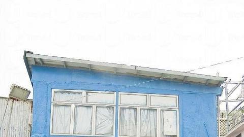 尋常民居也精心布置,藍黃配搭顏色醒目。
