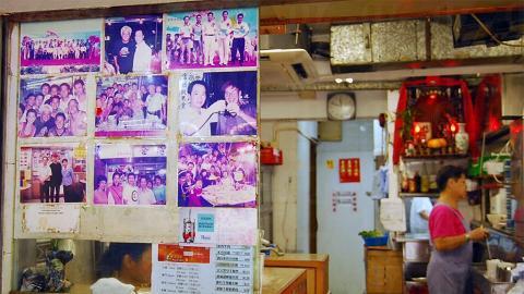 合時小廚外貼滿了許多巨星光顧照片。