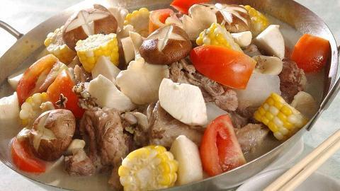 可媲美澳門版的四寶豬骨煲是合時小廚的冬日熱門。