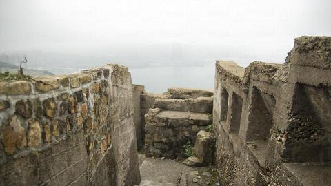 走在炮台的戰壕中,可環視四面維港景色。