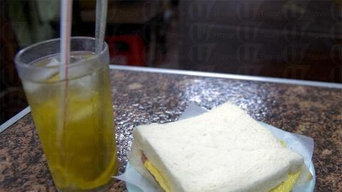 最傳統的腿蛋治是其中一件村民愛吃的午餐之一。