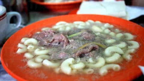 牛肉通粉用上了薑絲來辟去牛肉的腥味,入口十分爽滑。