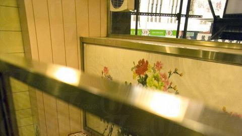 坐在兩層高的蛇竇閣樓上相當隱密。