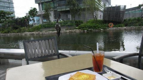 在科學園的湖邊嘆下午茶,十分寫意。