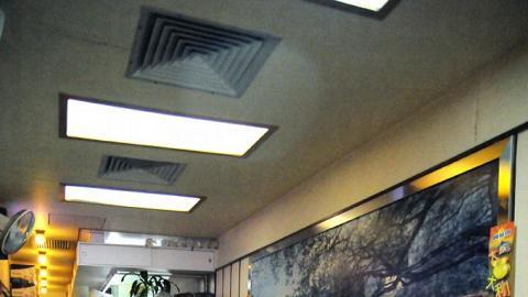 嘉樂冰廳店面細細,長期爆滿。