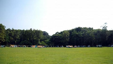 遊人可到民安隊登記在圓墩營的無敵大草原紮營。