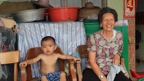 平日午後時,村民都習慣睡個午覺然後坐在自己家前納涼,生活安穩得令人羨慕。