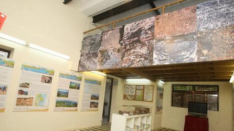 中心內亦有不同展板讓遊客深入了解香港的地質公園的其特點。