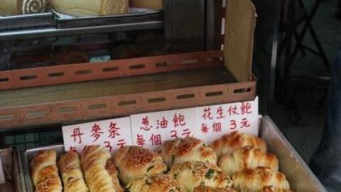 英發的出爐麵包讓人垂涎三尺。