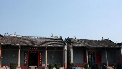 鄧氏宗祠與愈喬二公祠只有一牆之隔,二者皆為三進兩院式的建築。