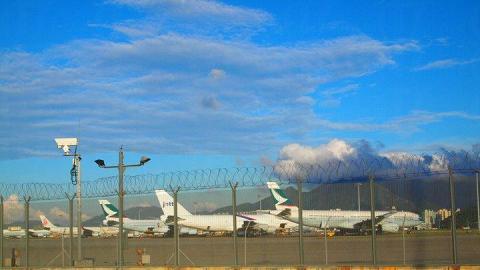 下車後,可以見到不少飛機於停機坪上停泊。