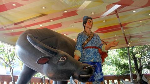 相傳慈雲閣的流淚牛是牛郎旁的靈牛化身,信不信由你。