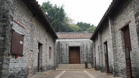 九龍城寨公園裡可見昔日的衙門,仍保存完好。