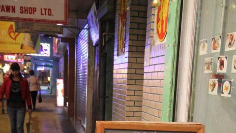 店外以黑板寫著當日主打甜品,甚有歐洲小店感覺。