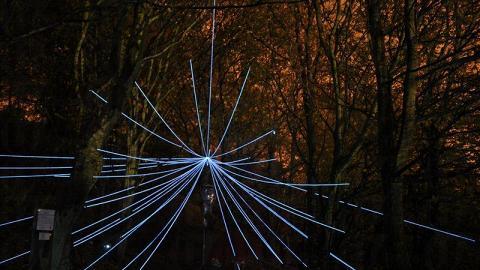 英國的著名裝置藝術家會將九龍城寨公園打造成為科幻之園。