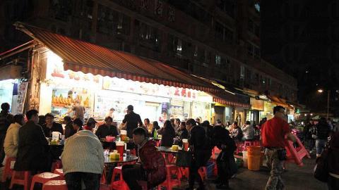 元朗金輝徑總是人頭湧湧,除了兩家大排檔撐場外,同一條街亦有一間專賣足料靚湯的名叫「老廣靚湯」的小店。