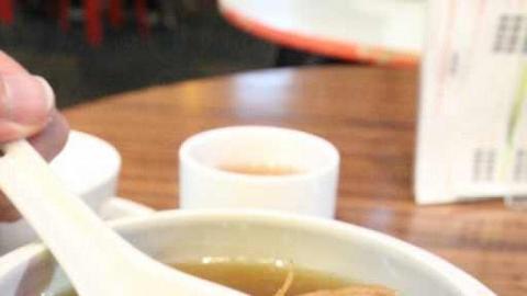 約 $50 一盅,可倒出兩大碗靚湯,絕對足夠 2 人分量。