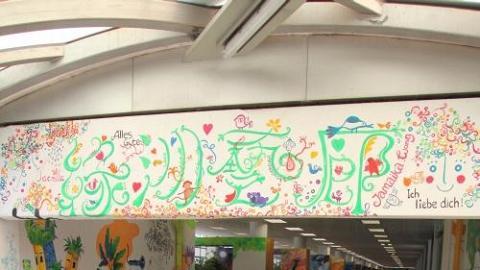 中環街市的上層通道已變身 Art gallery。