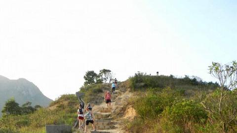 通往山峯的大石級,是整個行程最耗盡力氣的一段路。