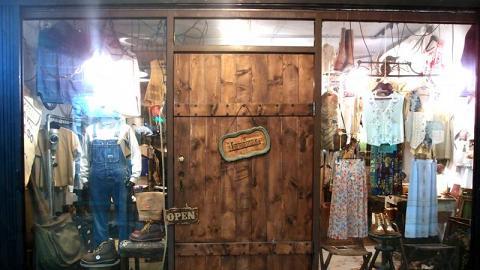姐妹店「Luddite」,開設在文化屋雑貨店正對面。