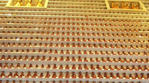 萬佛殿內放滿佛像,十分壯觀。