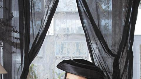一九二零至三零年代黑色長欖形禮帽 $2800、一九四零年代人手縫製絲絨喱士裙 $4600。