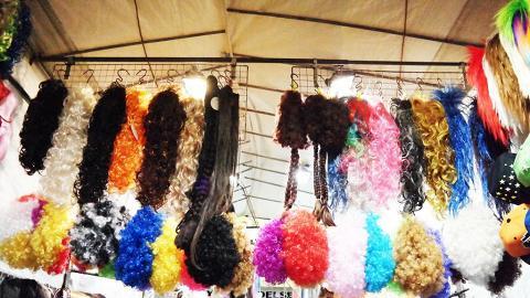 如果只買假髮,到女人街至花園街的街邊攤會較便宜。