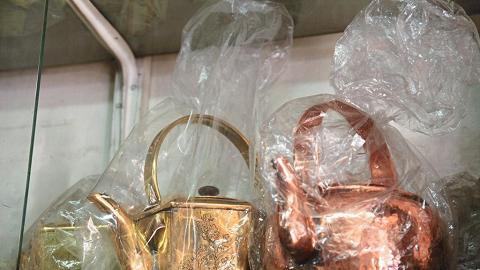 產品尚算多元化,銅製茶壺、酒樓用具、神前用品都有出售。