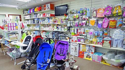 店子已開業兩年,產品由新生至六歲小童為主,包括嬰兒手推車、汽車座椅、兒童餐具及玩具等。