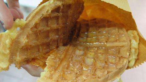 蛋記:經典之選格仔餅,個蛋漿做得好,所以特別滋味,唔夠白砂糖、練奶或者重口味可以自己加。