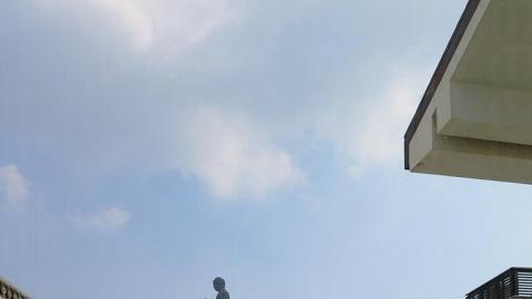 各大佛方向走,看到大片藍天